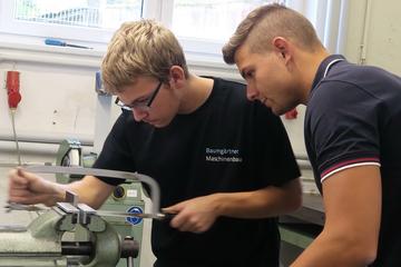 Seit September macht Daniel eine Ausbildung zum Zerspanungsmechaniker.