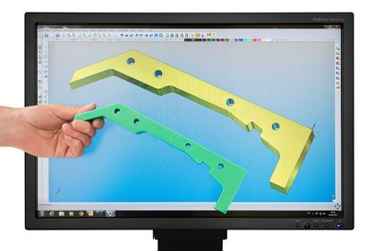 Kunststoffbauteil auf dem CAD/CAM-System sowie das gefertigte Teil