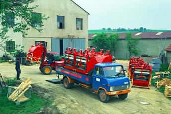Produktion von Kehrmaschinen, 1975